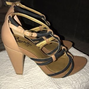 Seychelles Shoes - Seychelle's Ten and Black Heel - size 9